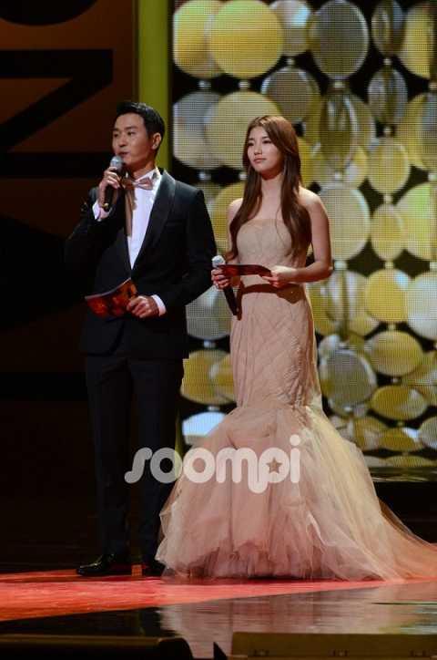 MC Lee Sung Jae và người đẹp Suzy của nhóm nhạc Miss A.