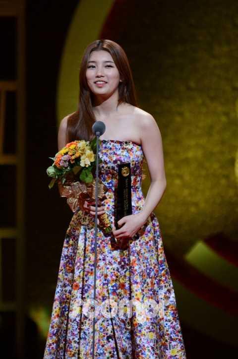 Lần này, mỹ nhân xứ Hàn Suzy ving sự nhận giải nữ diễn viên nổi bật nhất nhờ vai diễn trong bộ phim Gu Family Book.