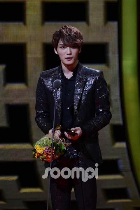 Còn trai đẹp Kim Jae Joong của nhóm JYJ thì trở thành chủ nhân của Ca khúc nhạc phim xuất sắc nhất - Living Like a Dream trong Time Slip Dr.Jin.