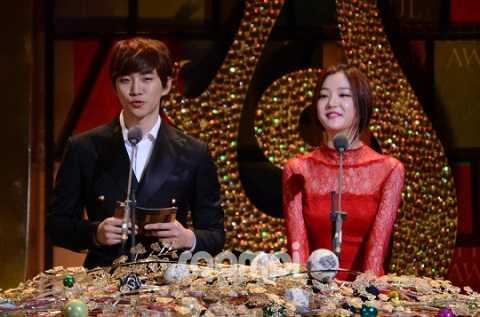 Mỹ nam Jun Ho của nhóm 2PM và nữ diễn viên Lee Yoobi.