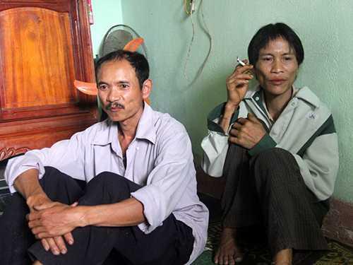 Ông Hồ Văn Lâm (trái) tuyên bố: