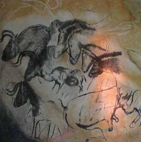 Bốn con bò rừng (trái - trên), hai con tê giác (phải - dưới) và bốn con ngựa được khắc họa rất sinh động trong cùng một bức tranh tại hang Chauvet.