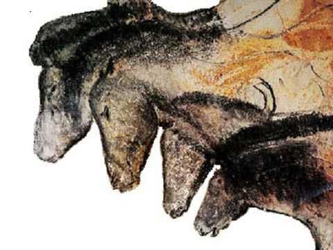 Cận cảnh hình ảnh của bốn con ngựa trong tranh