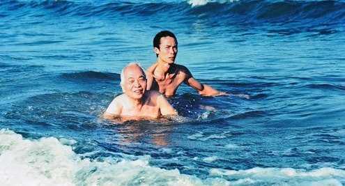 Đại tướng bên sóng nước.
