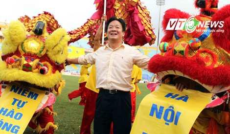 Với bầu Hiển, Hà Nội T&T luôn là đứa con cưng! (Ảnh: Quang Minh)
