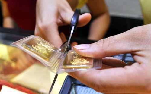 Giá vàng trong nước đang đắt hơn giá vàng thế giới 5,8 triệu đồng/lượng