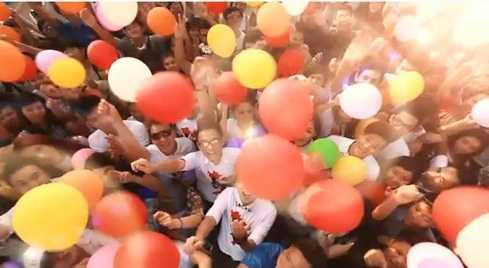 Những hình ảnh ấn tượng của clip với sự tham gia của hàng nghìn bạn trẻ