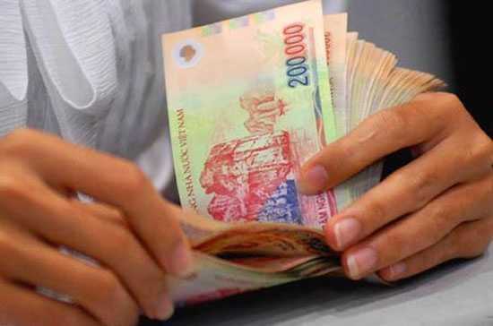 Ngân hàng giảm mạnh lợi nhuận, lương và nhân sự