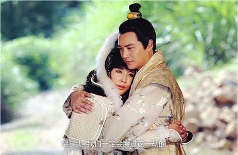 Lưu Hiểu Khánh ôm ấp bạn diễn trẻ trong phim mới.
