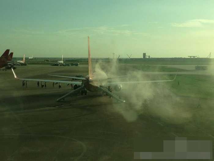Máy bay chở khách bốc cháy ở sân bay Thâm Quyến