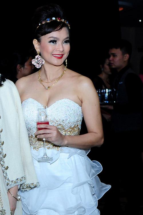 Một trong hai người em gái của diễn viên Thủy Tiên. Cô xinh đẹp không kém chị và cũng diện trang phục gây chú ý.
