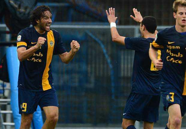 Luca Toni lập cú đúp bàn thắng bằng đầu