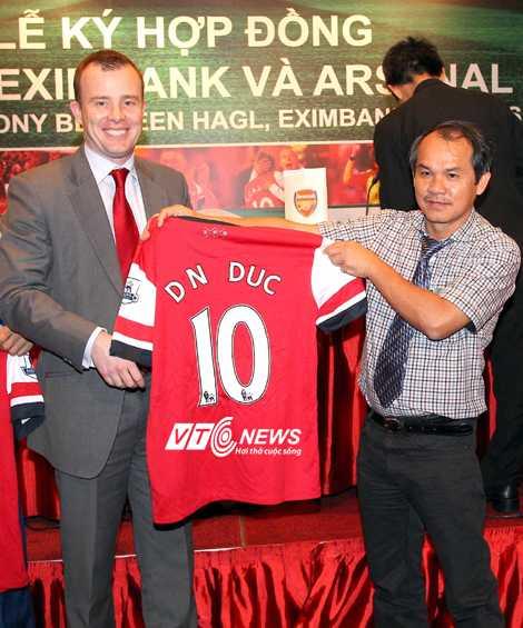 Bầu Đức gây chú ý khi mời Arsenal sang Việt Nam