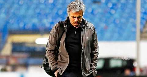 Sao cứ phải trách Mourinho?