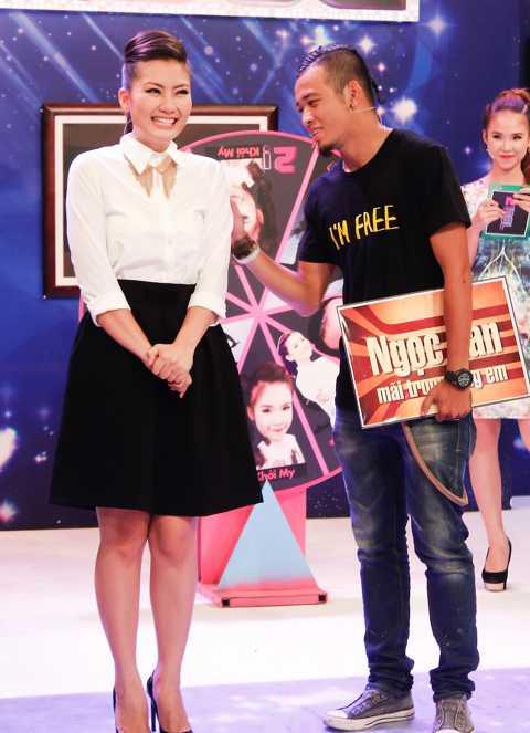 Ngọc Lan (trái) trong chương trình 2!Idol