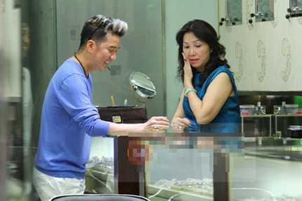 Trước khi mất đồng hồ, Đàm Vĩnh Hưng đi mua nhẫn kim cương được đăng tải (ảnh: TTVN)