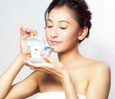 Nếu uống 1- 2 tách trà mỗi ngày sẽ giúp giảm 50% động mạch bị xơ vữ.