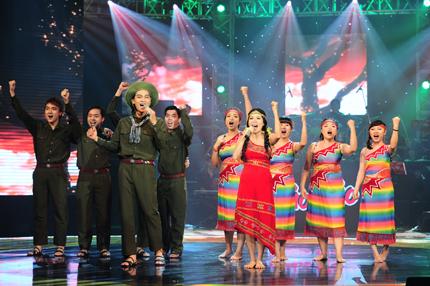 Mỹ Lệ - Khương Ngọc thể hiện ca khúc Tiếng chày trên Sóc Bom Bo theo phong cách acapella.