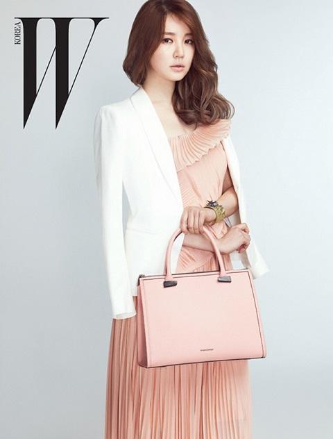 Yoon Eun Hye đẹp dịu dàng trên tạp chí W của Hàn Quốc.