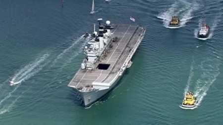 Tàu sân bay Anh đã có mặt đợi lệnh tại khu vực