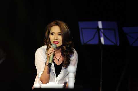 Đêm nhạc 'Gởi tình yêu của em' diễn ra tối qua 24/8 tại TP.HCM của 'họa mi tóc nâu' đã nhận được nhiều lời khen ngợi.