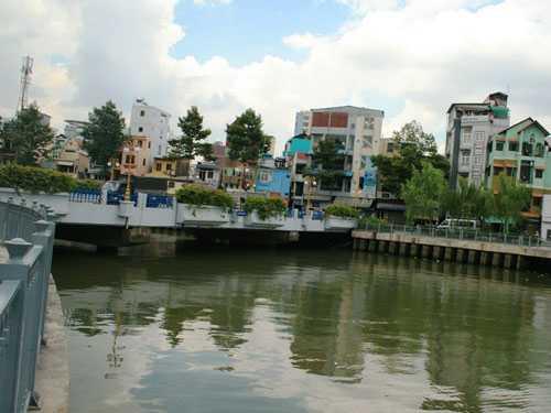 Đoạn kênh Nhiêu Lộc nơi một thanh niên tự tử trưa 14-5