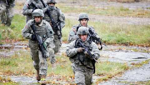 Lính Mỹ ở Latvia - Ảnh: RIA Novosti