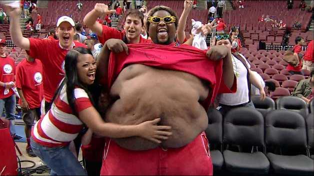 CLB nào cũng có những fan béo phì như thế này