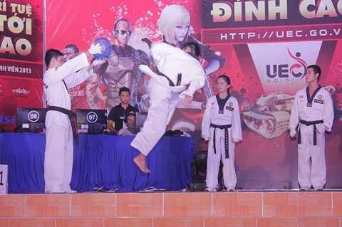 Màn biểu diễn võ thuật đẹp mắt của các sinh viên trường Đại học Thể dục thể thao TPHCM
