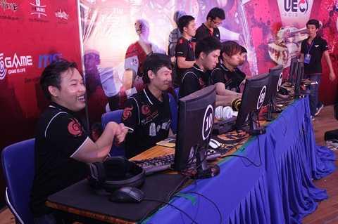 Nụ cười chiến thắng của các chàng trai BossCM.Storm