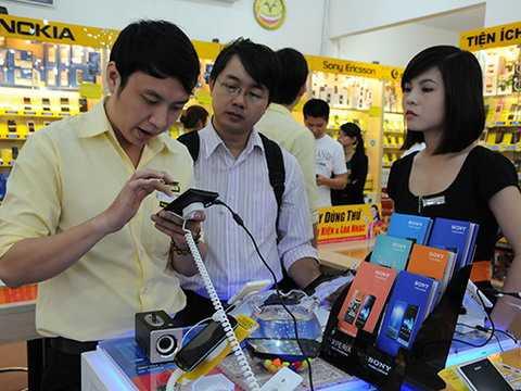 Người dùng Việt vẫn tiêu khá nhiều tiền vào điện thoại (Ảnh minh họa)