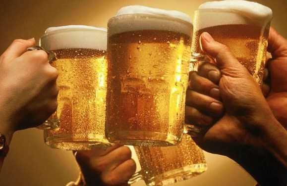 Việt Nam đang nắm giữ kỷ lục tiêu thụ bia với gần 3 tỷ lít trong năm 2012.