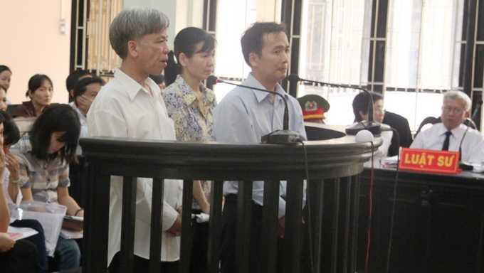 Các bị cáo tại phiên tòa - Ảnh Sơn Bình