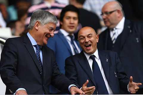 Chủ tịch Levy (phải) đang rất thành công với nghiệp kinh doanh