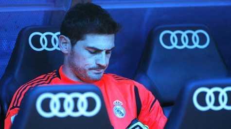 Casillas còn phải làm bạn với ghế dự bị dài dài