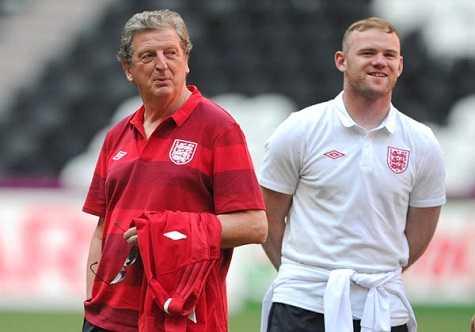 Hodgson tin tưởng Rooney