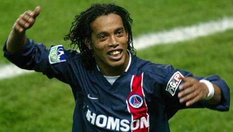 Ronaldinho thời còn khoác áo PSG