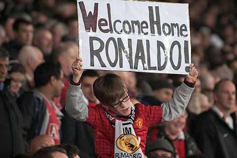 CĐV MU vẫn rất nhớ Ronaldo