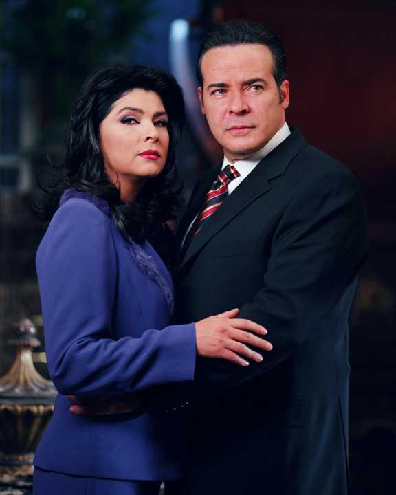 Victoria và Cesar Evora trong bộ phim La Madrastra.