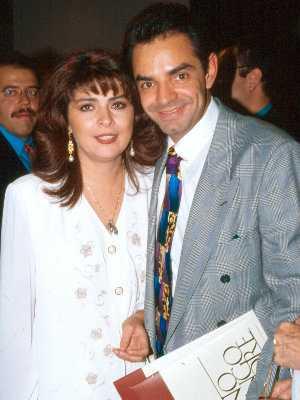 Victoria lên xe hoa với người bạn thân Eugenio Derbez.