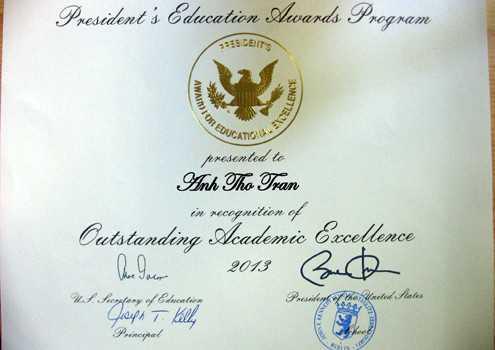 Bằng khen có chữ ký của Tổng thống Mỹ Obama tặng cho Anh Thơ.