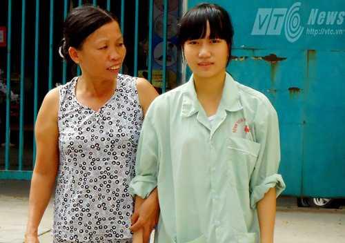 Ô Xin nhận được tin vui đỗ 2 trường đại học khi đang điều trị tại bệnh viện  (Ảnh Đan Ngọc)