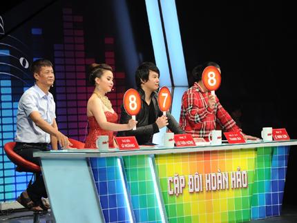 Cặp Phan Đinh Tùng đặt câu hỏi: Kiến thức âm nhạc của giám khảo có vấn đề???