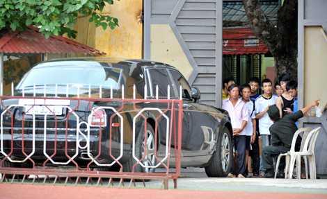 Rolls-Royce Phantom Rồng được cho là của bầu Kiên ở sân Hàng Đẫy