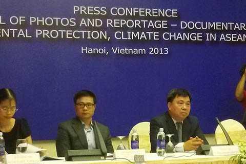Thứ trưởng Bộ TT&TT Đỗ Quý Doãn tại Họp báo công bố Liên hoan Ảnh và Phim tài liệu về đề tài môi trường trong cộng đồng ASEAN 2013