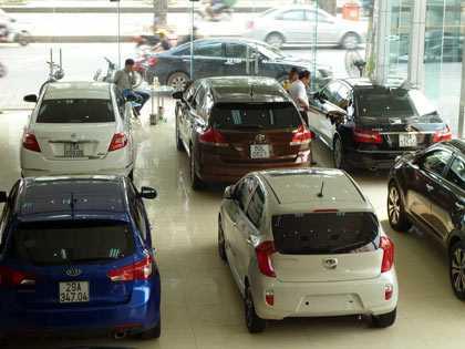 Thị trường ôtô sôi động nhờ phí giảm.