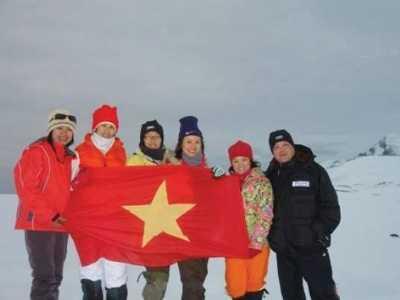 Cờ Tổ quốc ở Nam Cực.