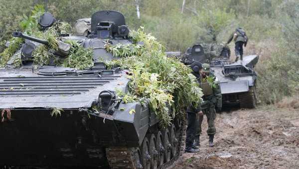 Xe chiến đấu và binh sĩ Nga
