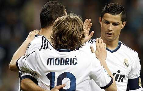 Real đạt cột mốc 1.000 trận thắng trên sân nhà sau khi đè bẹp Malaga 6-2.