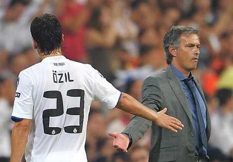 Ozil cũng đã từng chỉ trích Mourinho dù đã được 'Người đặc biệt' trọng dụng.